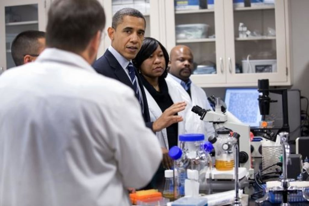Image: Obama in lab