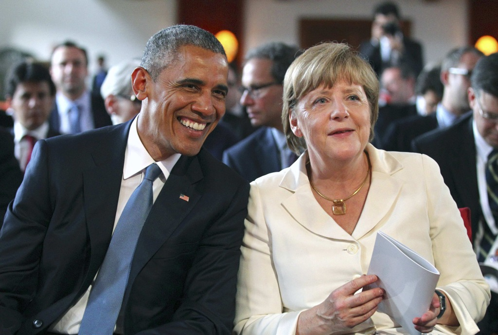 Image: U.S. President Obama and German Chancellor Merkel attend a concert at the hotel castle Elmau in Kruen