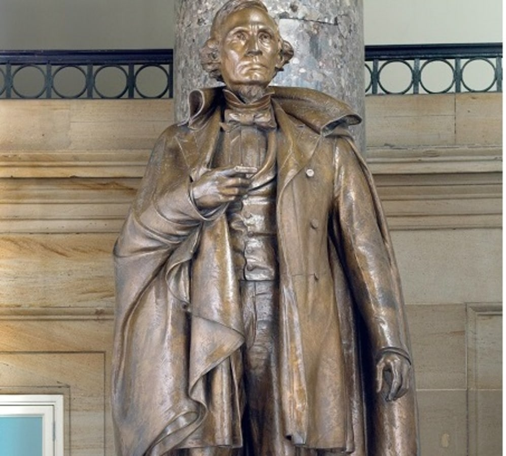 IMAGE: Statue of Jefferson Davis