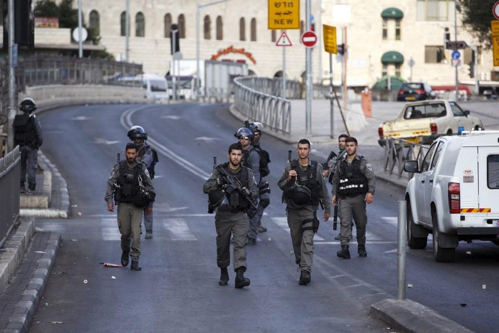 Image: Israeli border policemen secure a perimeter