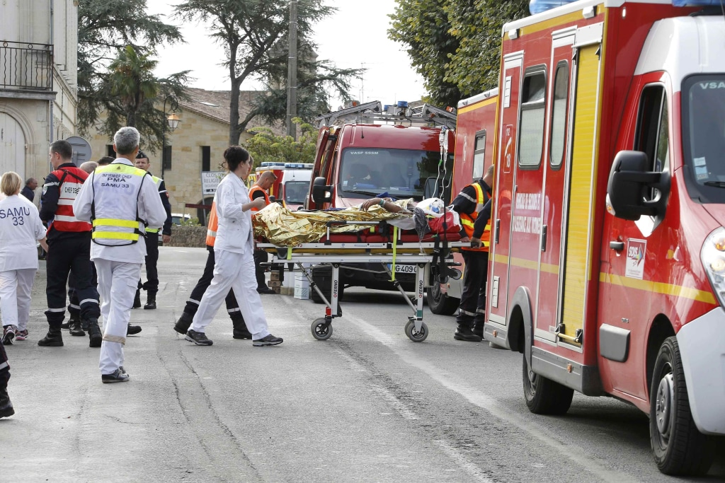Image: Rescue workers carry a injured person