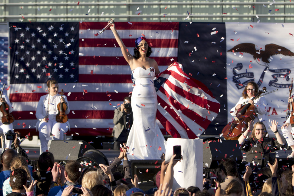 Image: Entertainer Katy Perry sings during a campaign rally for Democratic presidential candidate Hillary Clinton with her husband Bill Clinton in Des Moines, Iowa