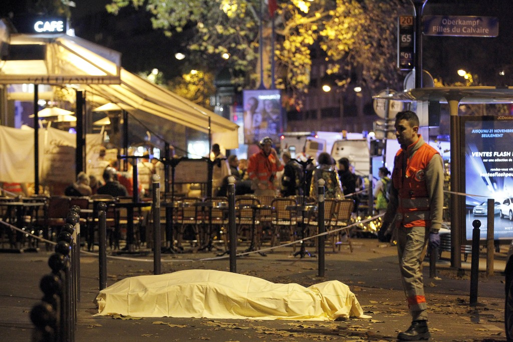 Image: Victim's body in street close to Bataclan concert hall early Saturday