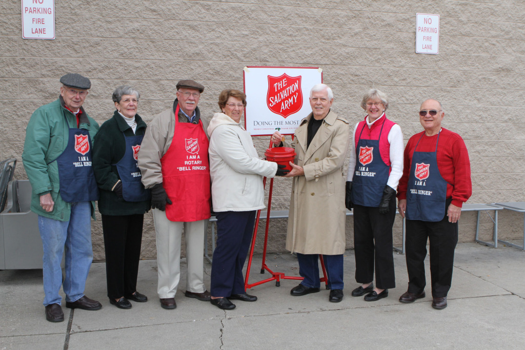 Image: Dick and Ruth Jen Unger, center, donated a gold coin anonymously to their local Salvation Army kettle in Gettysburg