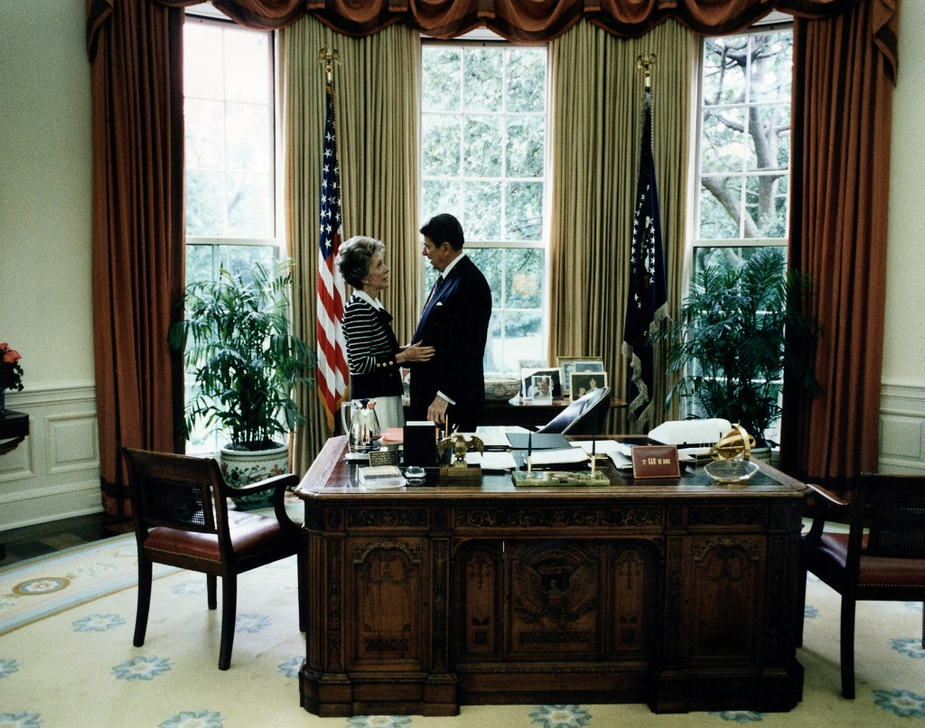 reagan oval office. Nancy And Ronald Reagan In The Oval Office Of White House. Pete Souza /