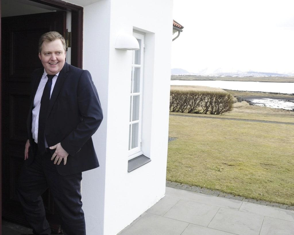 Image: Iceland's Prime Minister Gunnlaugsson arrives at Iceland president