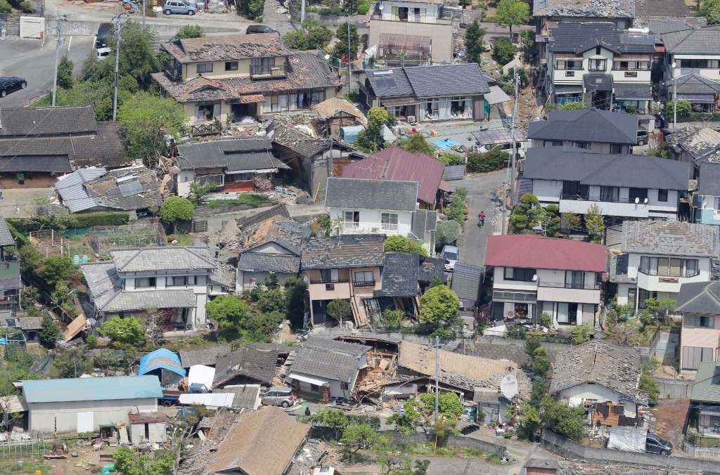 Image: Damaged houses in the town of Mashiki in Kumamoto prefecture, Japan