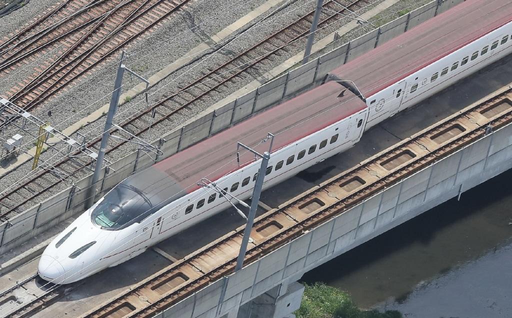 Image: Derailed bullet train