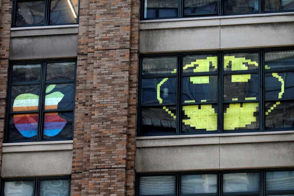 post it war gets sticky on new york city office windows nbc news. Black Bedroom Furniture Sets. Home Design Ideas