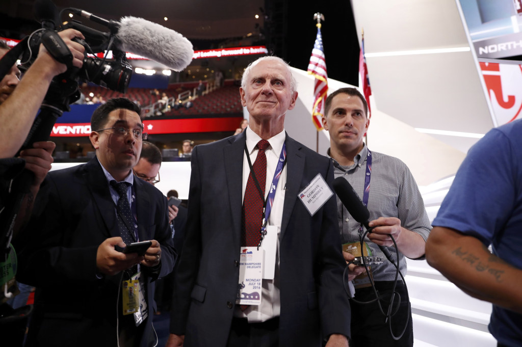 Image: Former U.S. Senator from New Hampshire Gordon Humphrey arrives on the floor of the Republican National Convention in Cleveland