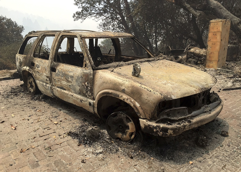 Image: A car destroyed from wildfires sits in Big Sur