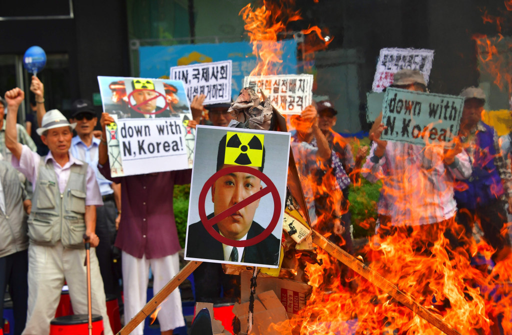 Image: South Korean activists set fire to a portrait of North Korean leader Kim Jong Un