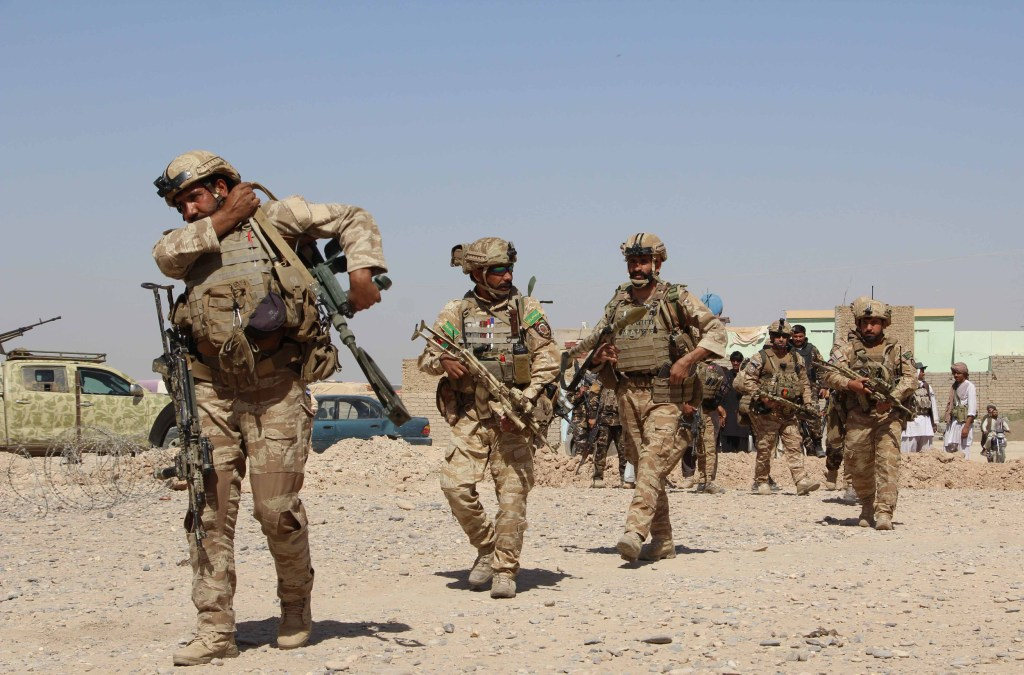 Image: Afghan National Army commandos take position
