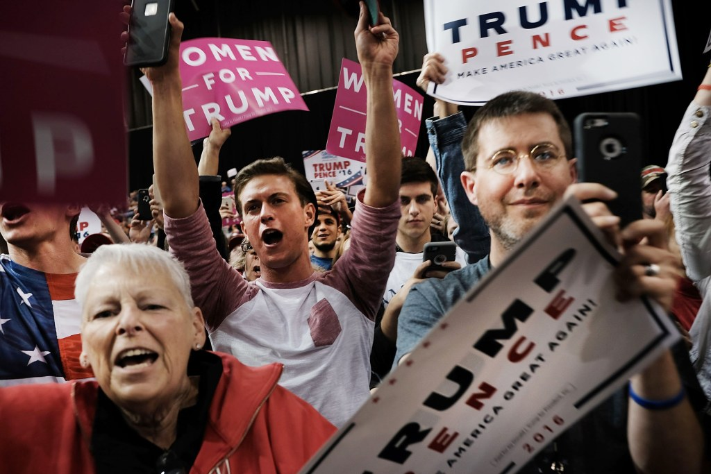Image: People cheer as Republican presidential candidate Donald Trump speaks at a rally