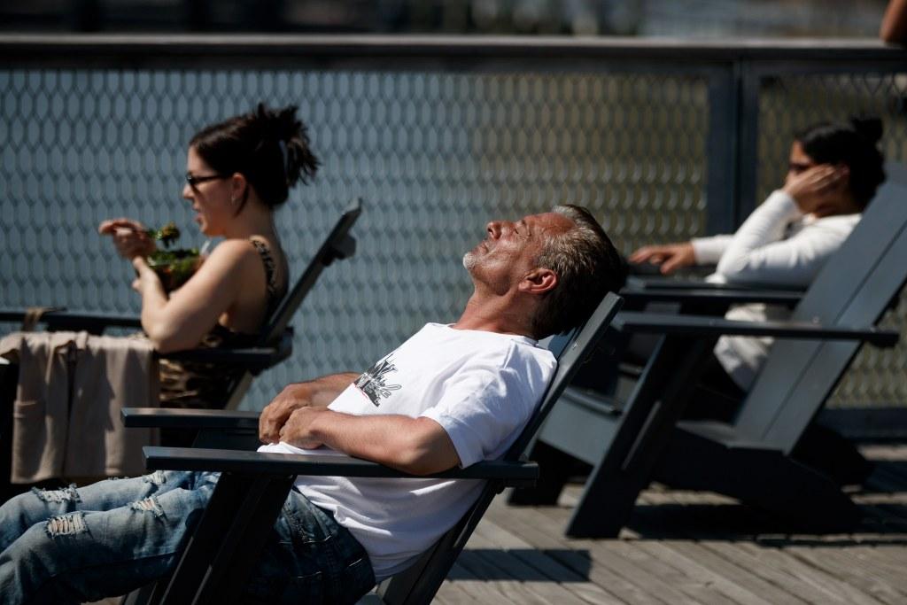 Image: Summer Weather Visits Springtime New York City