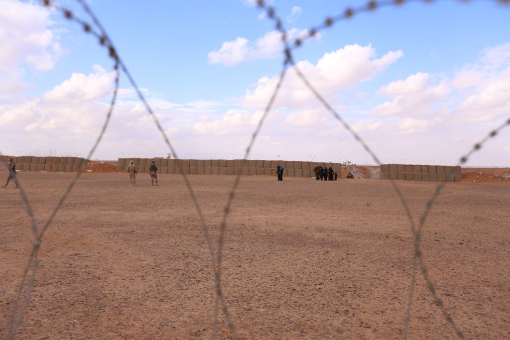 Image: Syrian women and children living in the Al Rukban cross the only legal border point