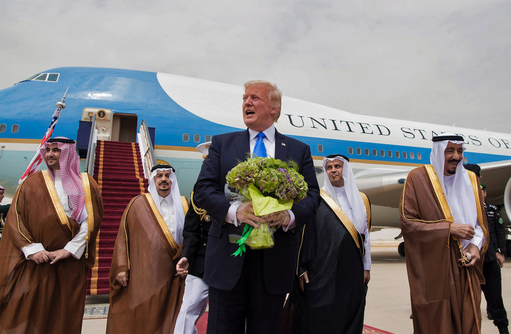https://media2.s-nbcnews.com/j/newscms/2017_20/2007116/ss-170520-donald-trump-saudi-arabia-01_5022d8ee11fabd8d2a0e392737e3539f.nbcnews-ux-1024-900.jpg