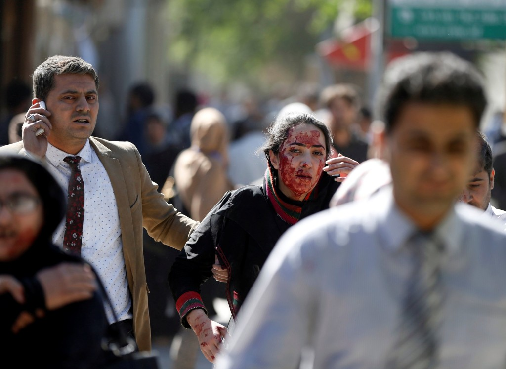 Image: Injured Afghans run from the site of a blast in Kabul, Afghanistan