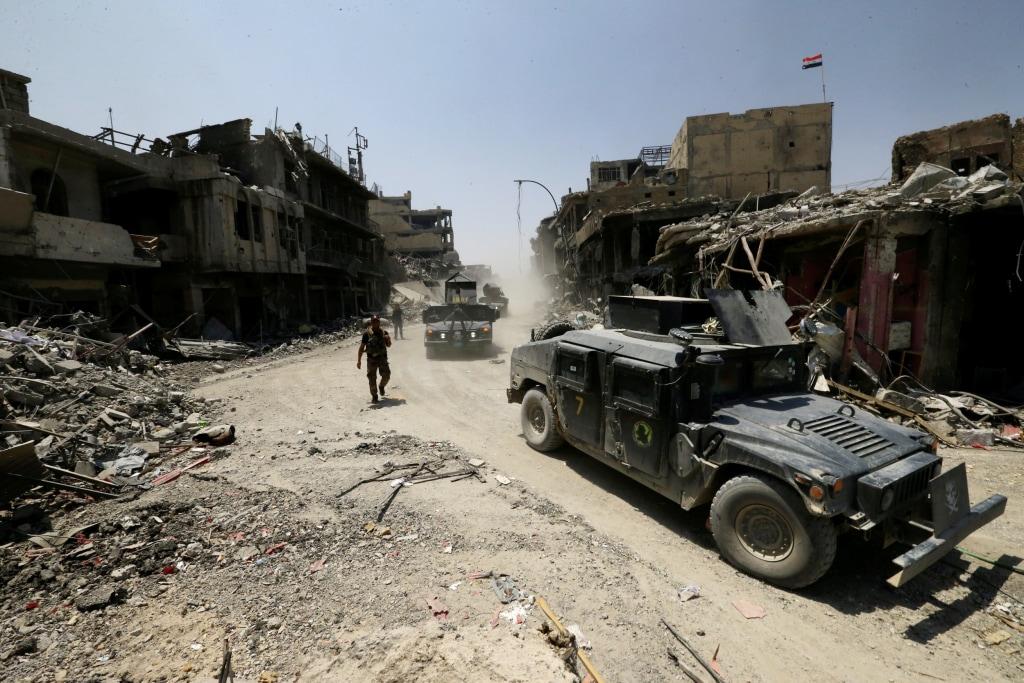 Image: Iraqi counterterrorism vehicles in Mosul