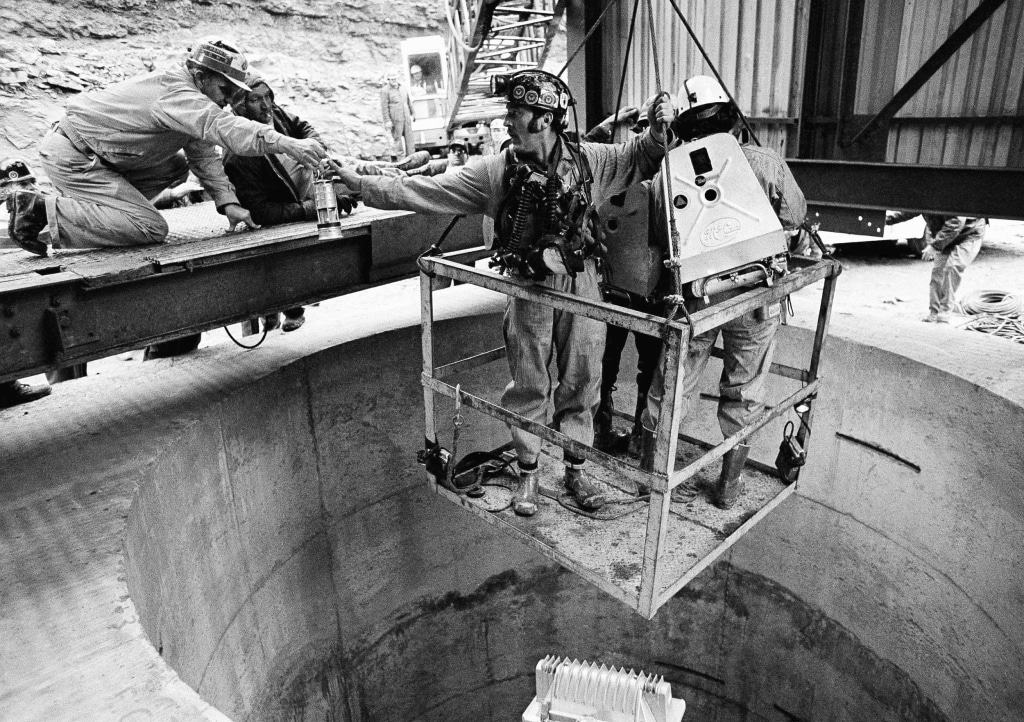 Image: A rescue worker grabs a last piece of equipment before heading into the Scotia Mine on March 12, 1976