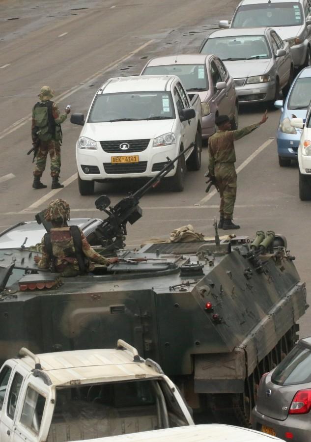 Image: Military patrols Zimbabwe