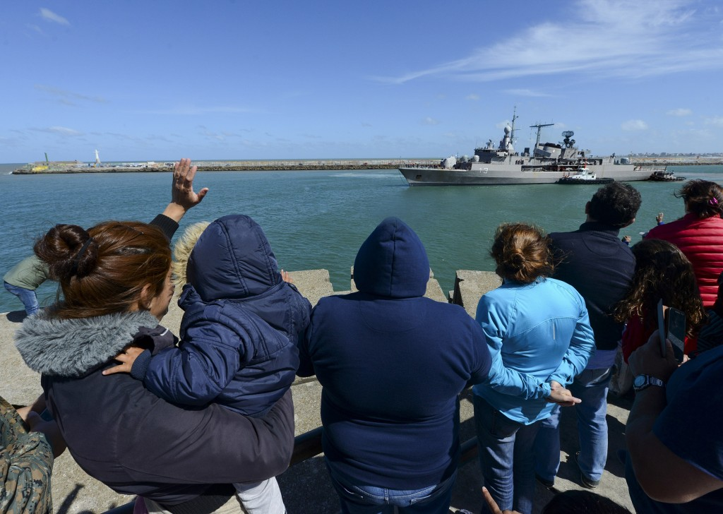 Image: People wave at the Argentine destroyer Sarandi as it leaves a Navy base in Mar del Plata, Argentina, to join the search of the missing submarine