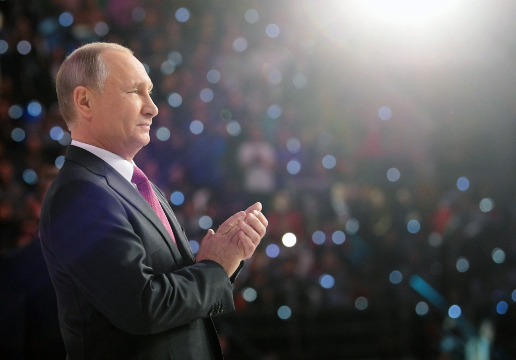 Image: Russsian President Vladimir Putin attends a forum of Russian volunteers in Moscow
