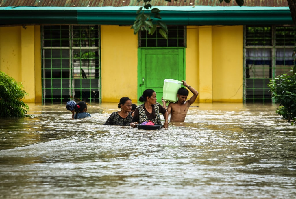 Image: Residents evacuate to a safer place in Kabacan in the Philippines