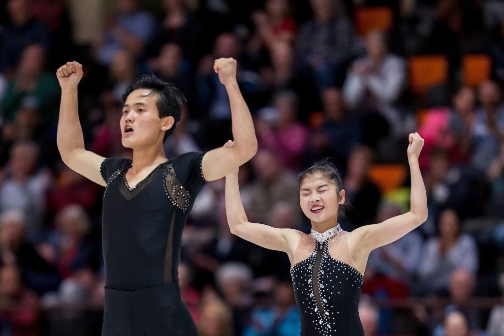 Image: North Korean skaters Tae Ok Ryom and Ju Sik Kim
