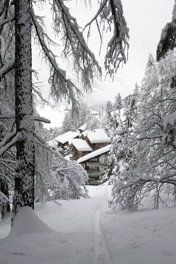Image: Tourists stranded in Zermatt