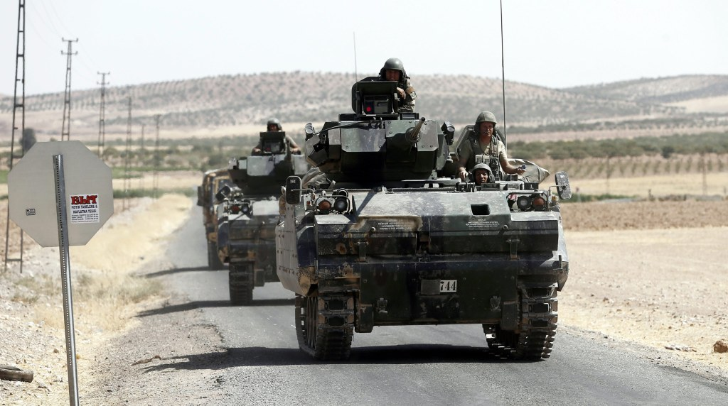 Image: Soldiers in tanks return from Syria