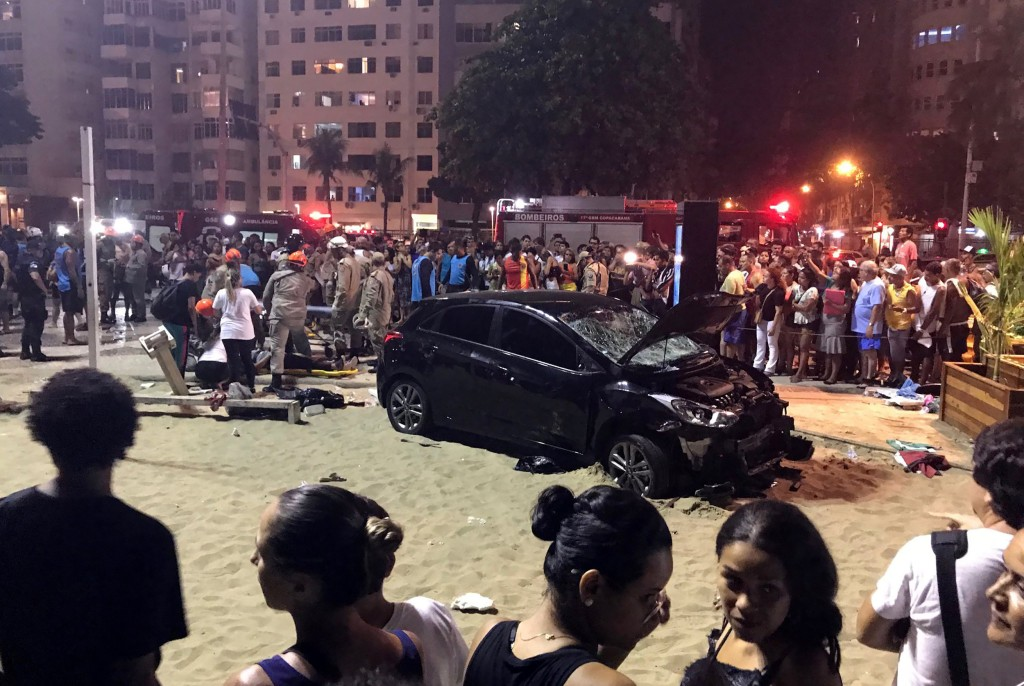 Image: Crash at Copacabana Beach in Rio