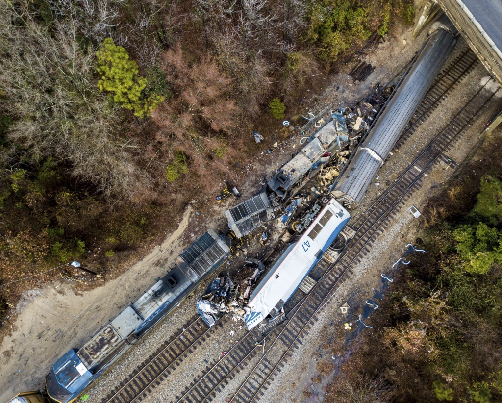 Image: An Amtrak train, bottom right, and a CSX freight train, top left, crashed in Cayce