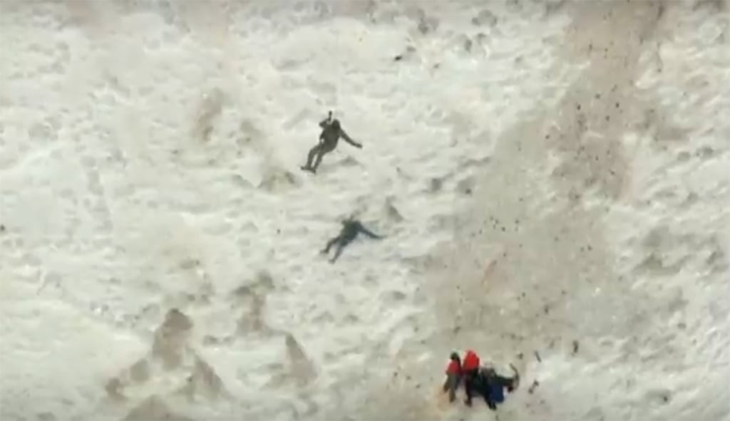 Image: A rescue operation on Mount Hood in northern Oregon