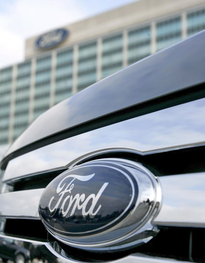 epa01502982 The grill of a Ford Flex in front of Ford Motor Company's headquarters in Dearborn, Michigan, USA on 27 September 2008.  September 27 is t...