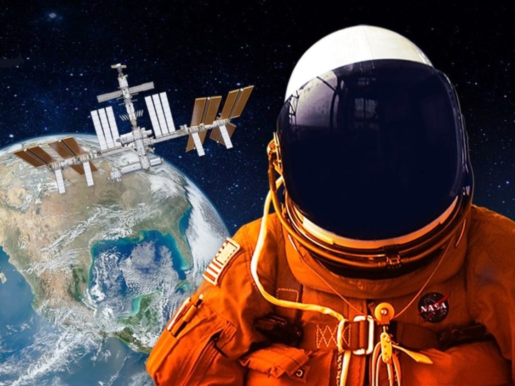 astronaut and spaceship - photo #5