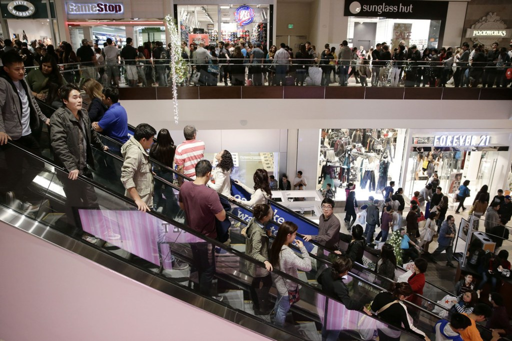 Jersey Gardens Mall Black Friday 6