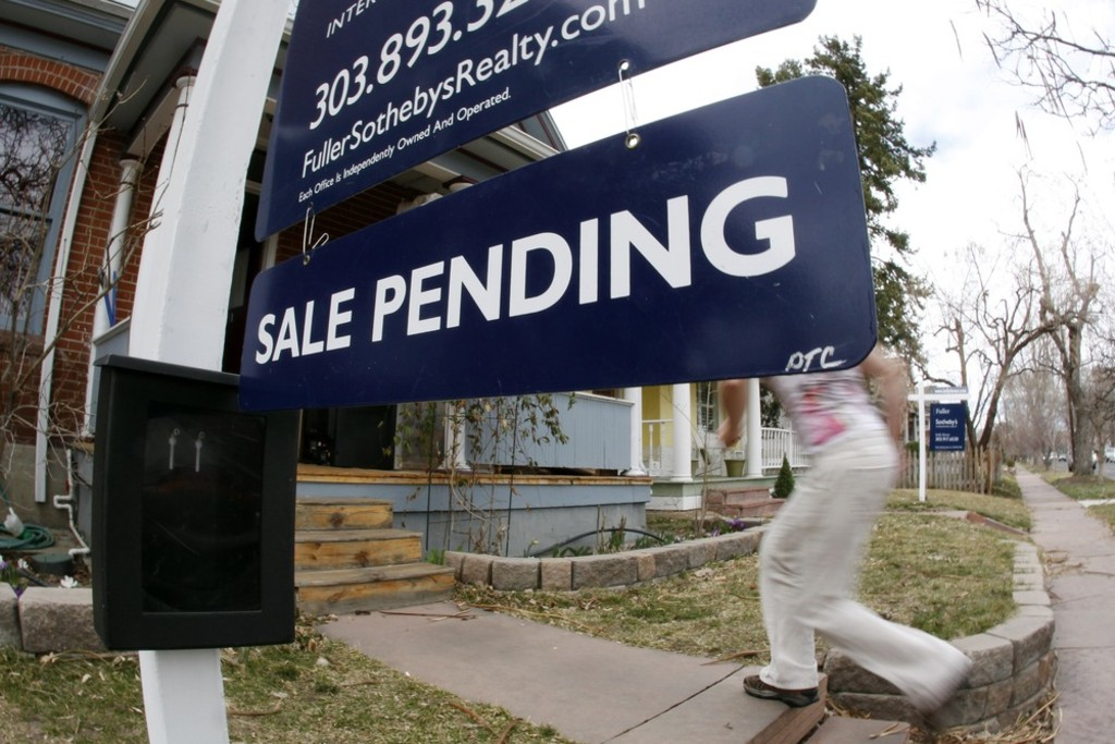 So-called pending home sales dropped 1.6 percent month-to-month in August as rising interest rates and higher prices took their toll on demand.