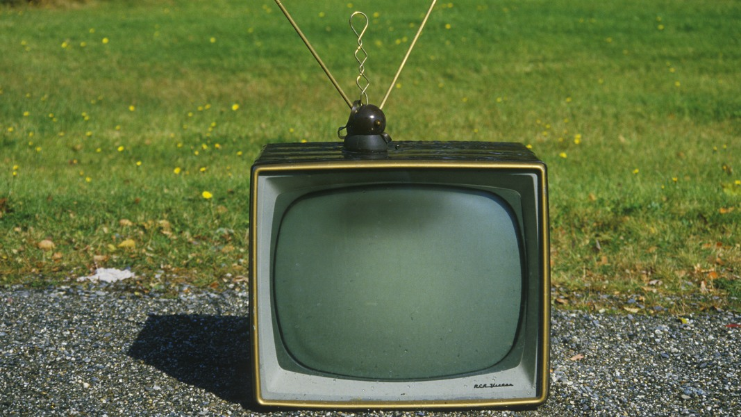 no 39 bundle 39 of joy cost of tv internet and phone service rising nbc news. Black Bedroom Furniture Sets. Home Design Ideas