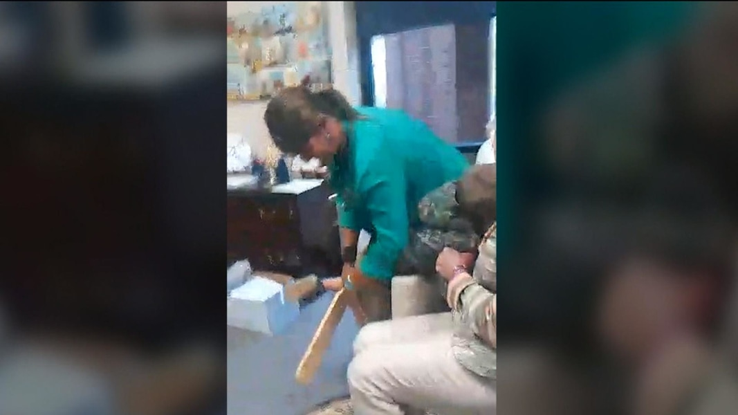 Grandma needs her sunday orgasm 4