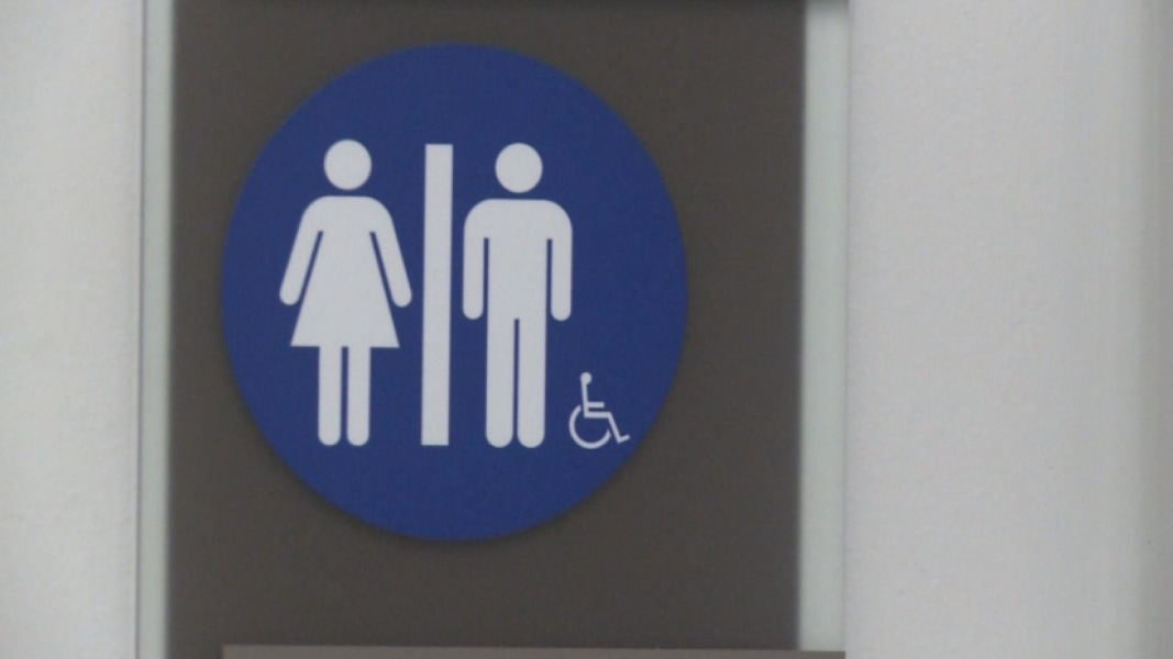 Transgender bathroom access to extend to all federal buildings nbc news Transgender bathroom law in schools