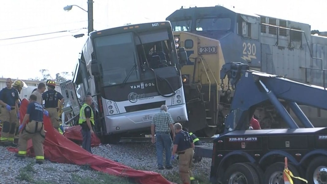 3 dead in Mississippi train, charter bus collision