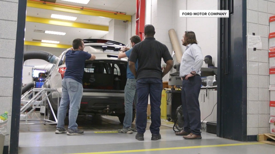 Ford Explorer Carbon Monoxide >> Ford Rushes to Repair Police SUVs as More Departments ...