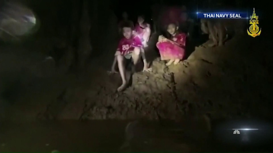 Divers work tirelessly to rescue soccer team trapped in ...