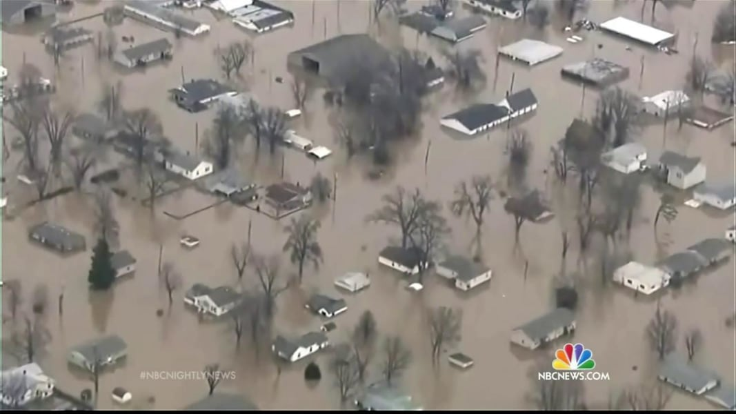 Midwest Flooding Death Toll at Least 20 as Rivers Continue