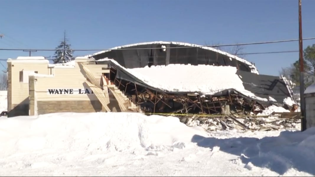 Old bowling alley collapses under weight of snow ...  |Bowling Alley Snow