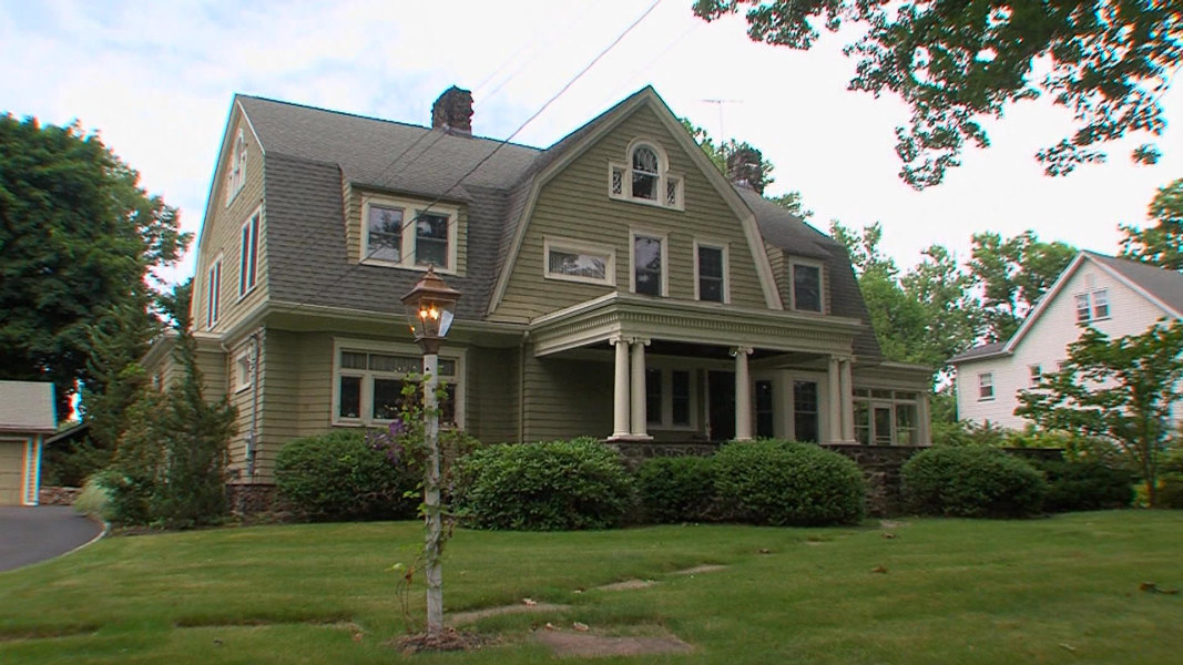 Westfield new jersey house with alleged 39 watcher 39 back for Modern homes nj