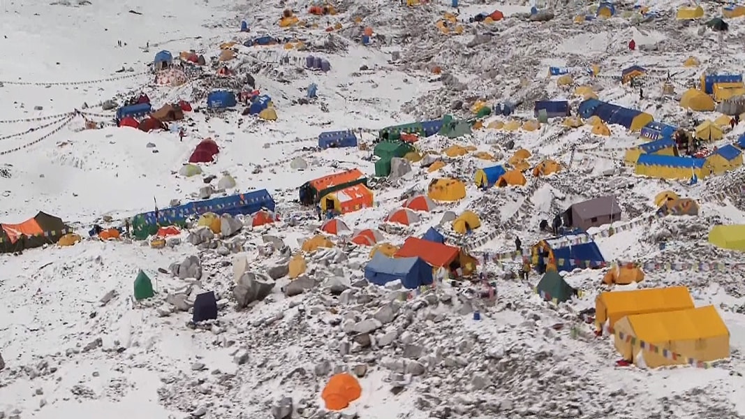 Mount Everest Base Camp: Take a Look at Avalanche ...