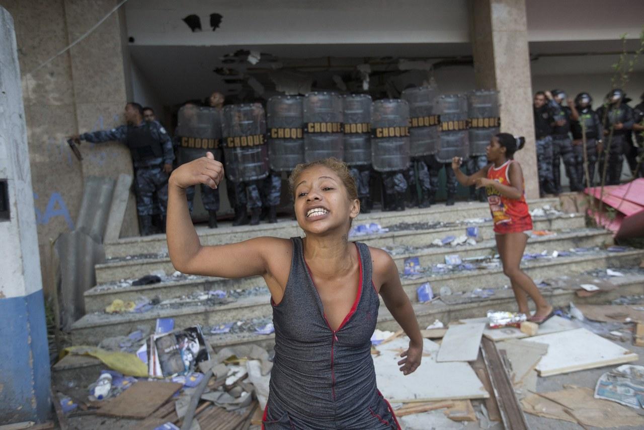 [Image: ss-140411-rio-slum-eviction-01.nbcnews-ux-1280-900.jpg]