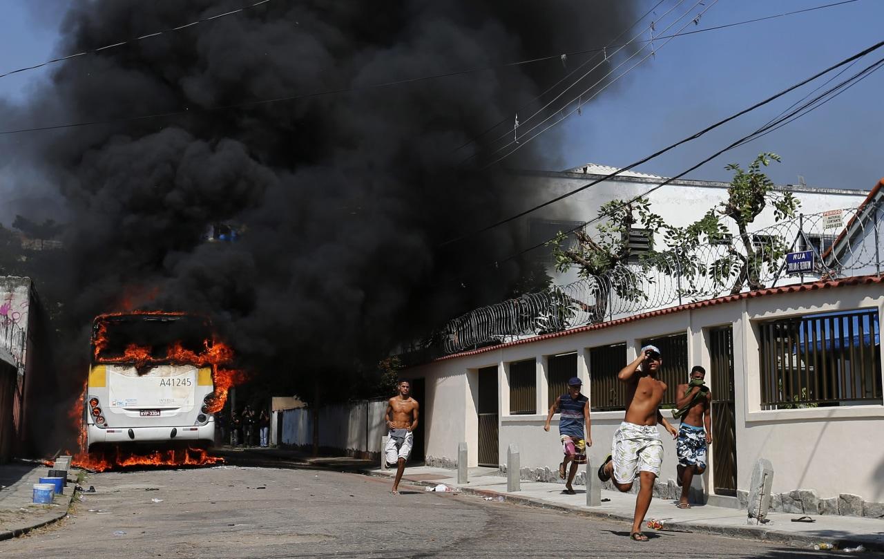 [Image: ss-140411-rio-slum-eviction-03.nbcnews-ux-1280-900.jpg]